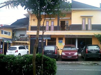 tempat parkir homestay dieng pass