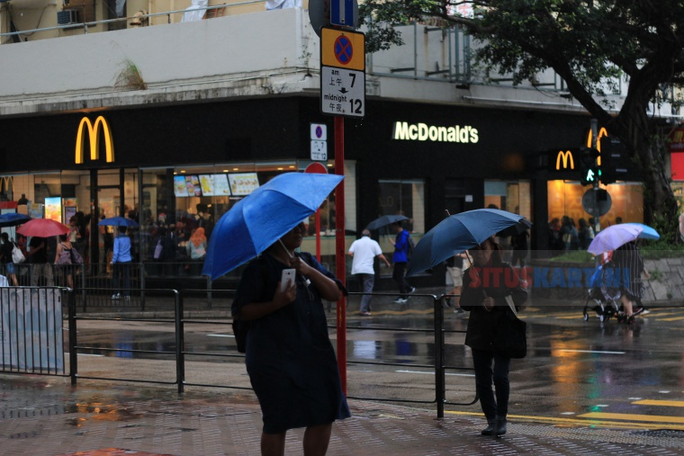 Hujan Deras dan Badai Petir Tengah Berlaku di Hong Kong,Observatory Peringatkan Masyarakat untuk Waspada