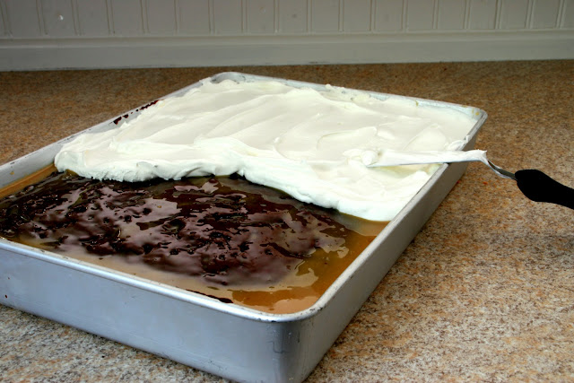 Can You Use Chocolate Gravy For A Poke Cake