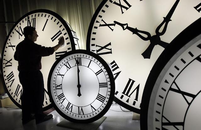 دقت الساعة
