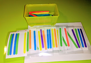 υλικά για την δραστηριότητα ταύτισης με ξυλάκια χειροτεχνίας