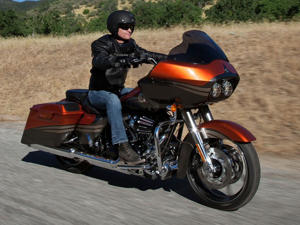 Difference Between Street Glide And Road Glide >> Globe Nomad Rider April 2013
