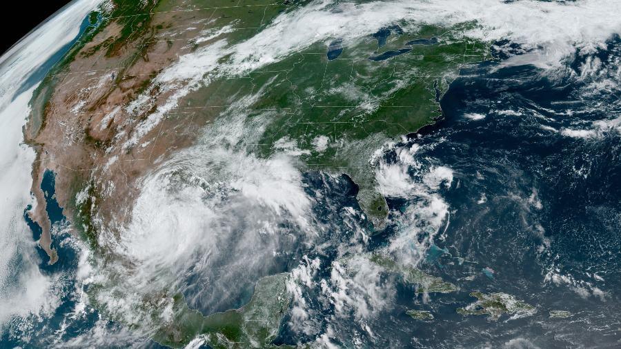 #Hanna, Tormenta Tropical derriba parte del muro entre México y EE.UU. y se debilita a depresión tropical después