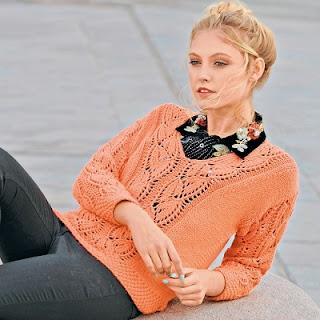 korallovyj-pulover-s-azhurnymi-listyami