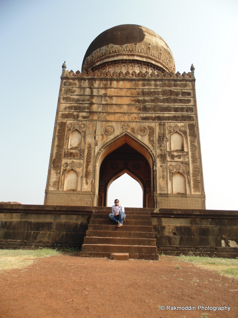 Bidar memorial park - A beautiful Islamic architecture in Bidar, Karnataka