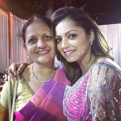 Drashti with her mother