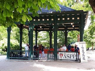 Kiosque du parc Montsouris à Paris