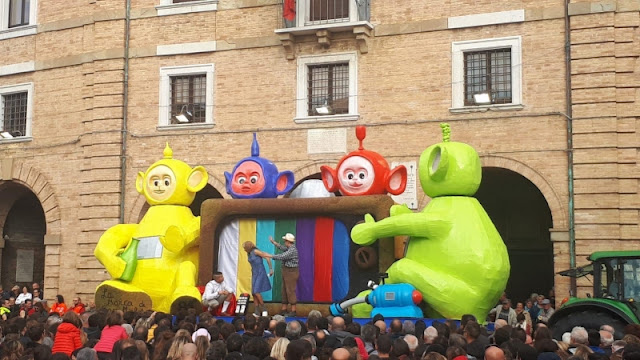 CARRO-TELETUBBIES-CUPRAMONTANA