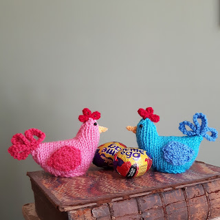 Easter chickens knitting pattern by Nicky Fijalkowska