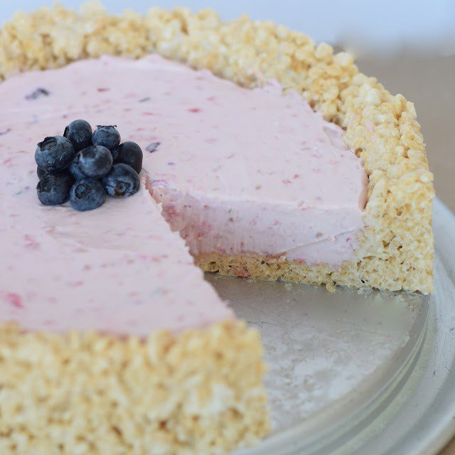 How to Make a Rice Krispie Cheesecake