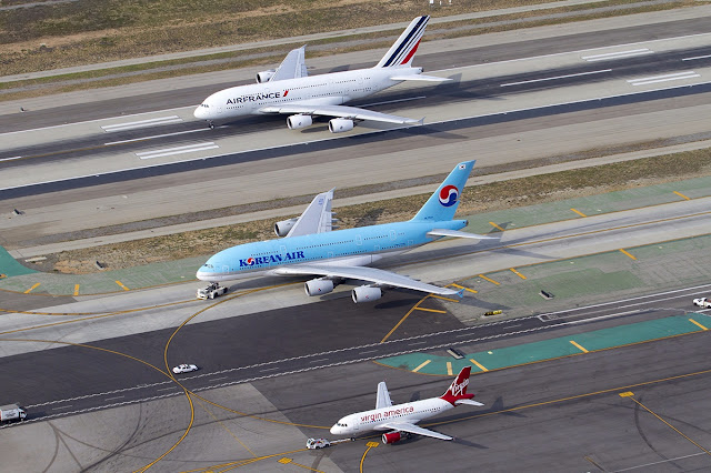 A380-800 of Korean Air and Air France Alongside A320-200 Virgin America Size Comparison