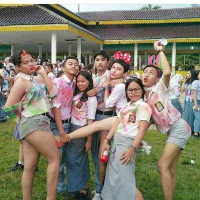 8 Foto Perayaan Kelulusan Anak SMA Jaman Sekarang Ini Bikin Miris, Jijik Bray!