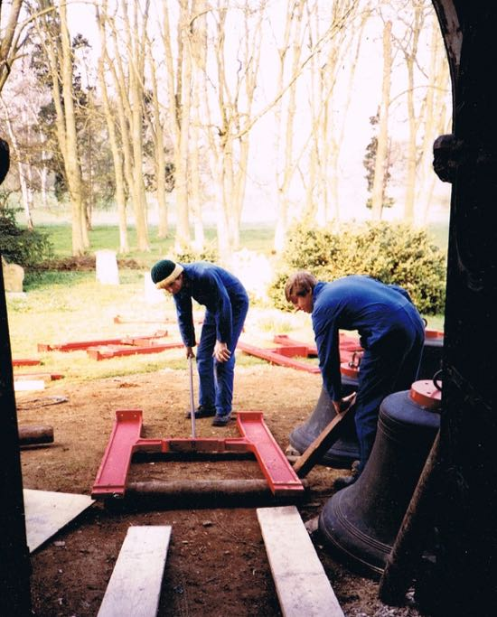 Arrival of cast iron H-frame set on steel grillage in 1985  Image by Jane Russell (nee Sherlock) released under Creative Commons BY-NC-SA 4.0