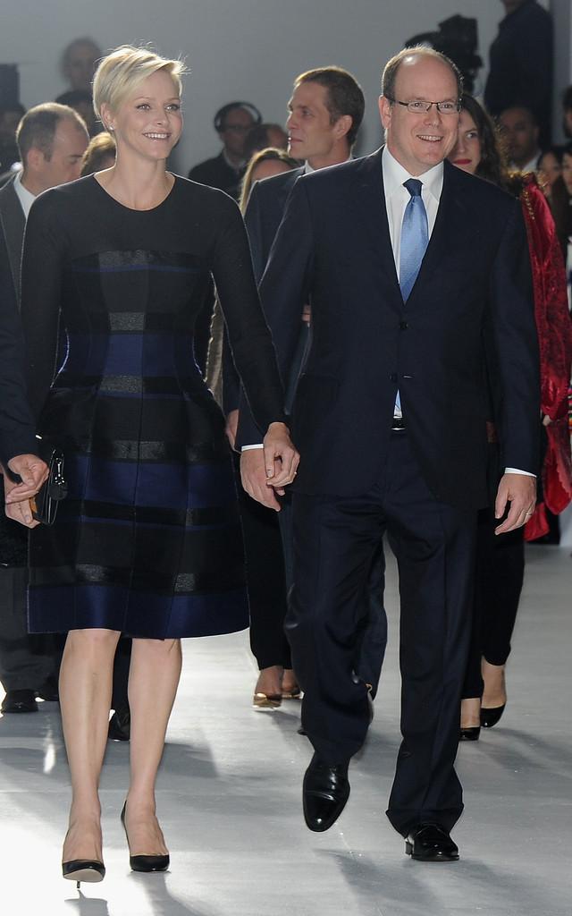 Après le défilé, une réception avait lieu. Charlene s était changée pour  une nouvelle robe Dior de la collection resort 2014. b9a058f22878