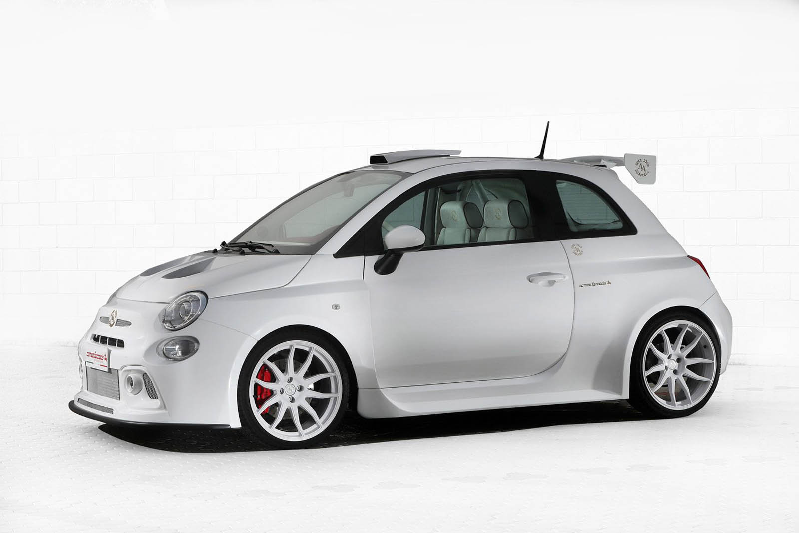 cinquone qatar by romeo ferraris is a 248hp fiat 500 for the persian gulf carscoops. Black Bedroom Furniture Sets. Home Design Ideas