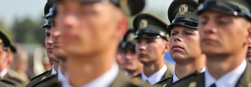 Сержантам обмежать доступ до офіцерської кар'єри