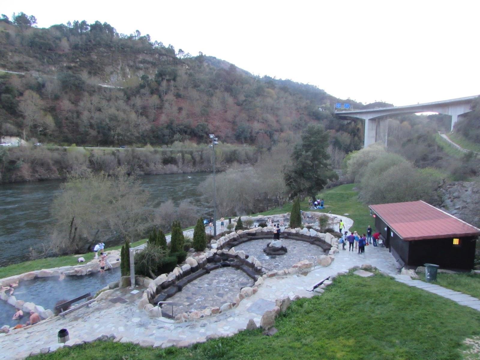Las 5 piscinas naturales para perderse en galicia vigopeques for Aguas termales naturales madrid