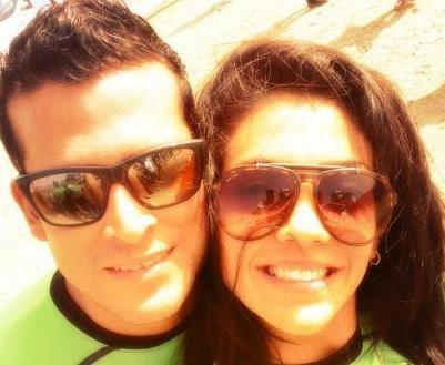 Foto de Christian Domínguez feliz junto a Vania Bludau
