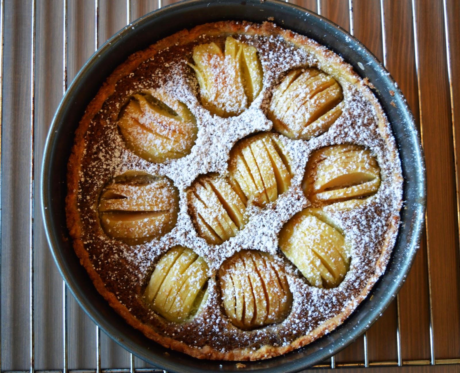 Baiserhaubchen Versunkener Apfel Walnuss Kuchen