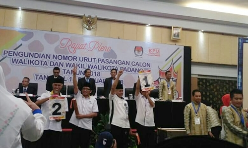 KPU Gelar Rapat Pleno Pencabutan Nomor Urut Paslon di Pilkada Padang