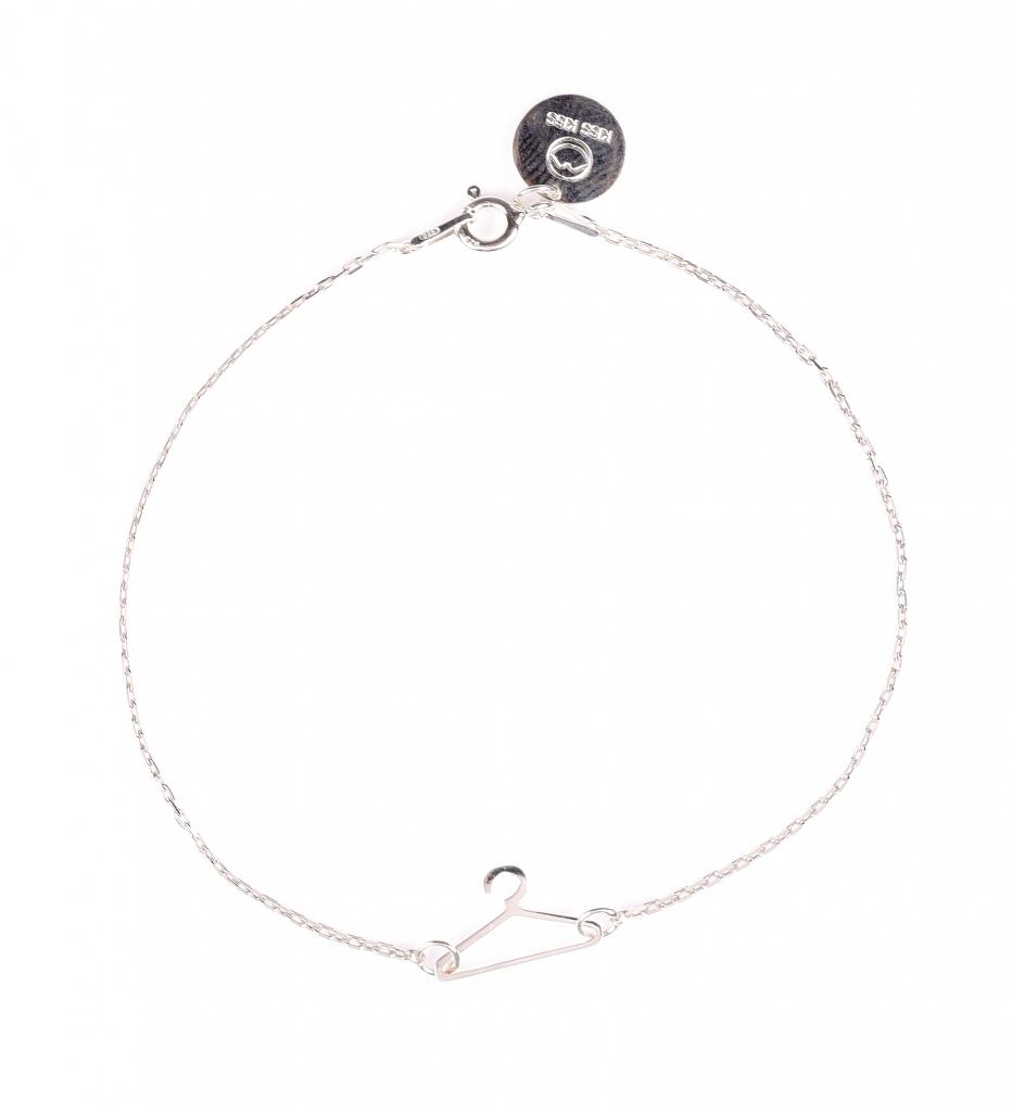 srebrna bransoletka wieszak od KissKissBijoux pomysły na świąteczne prezenty stylowy prezent blogger