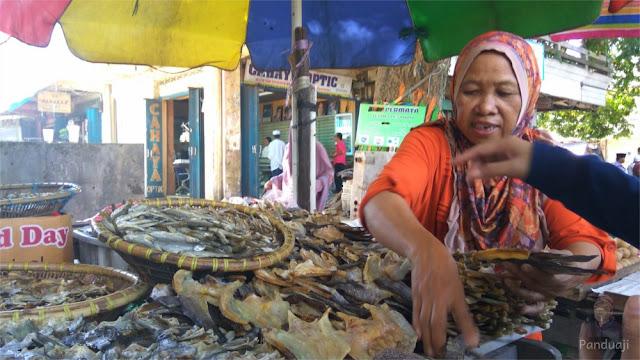 Penjual Ikan di Pasar Batuah, Martapura