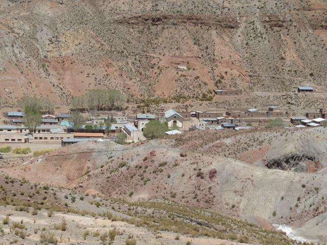 Esmoruco ein etwas größeres Dorf hier ist Padre Claus Braun CP4BT der Pfarrer