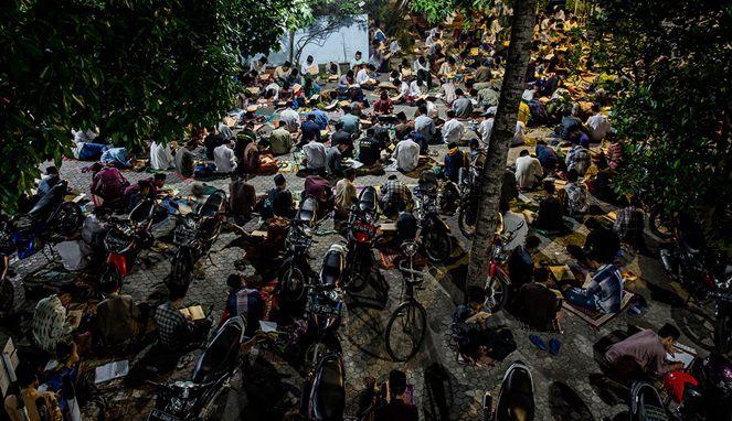Mengintip 17.000 Santri Lirboyo Kediri Beraktifitas Di Pesantren
