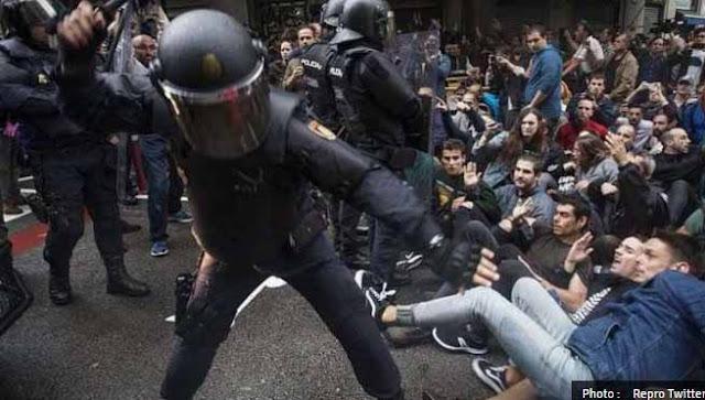 Kerusuhan Berdarah Referendum Catalan Terjadi di Jalanan Barcelona