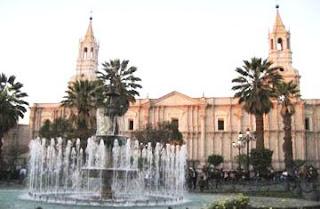 Foto de la Plaza de Armas de Arequipa de día