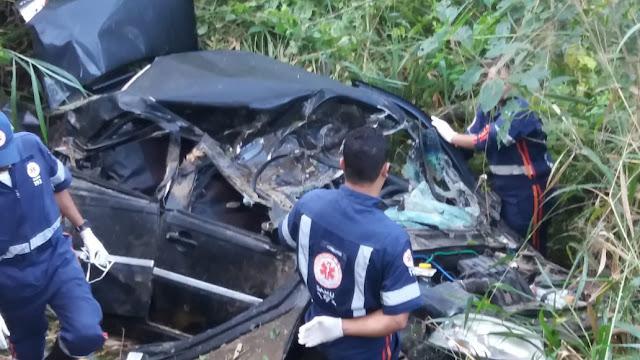 Sudoeste baiano: Carro cai em ribanceira, deixa uma mulher morta e dois feridos