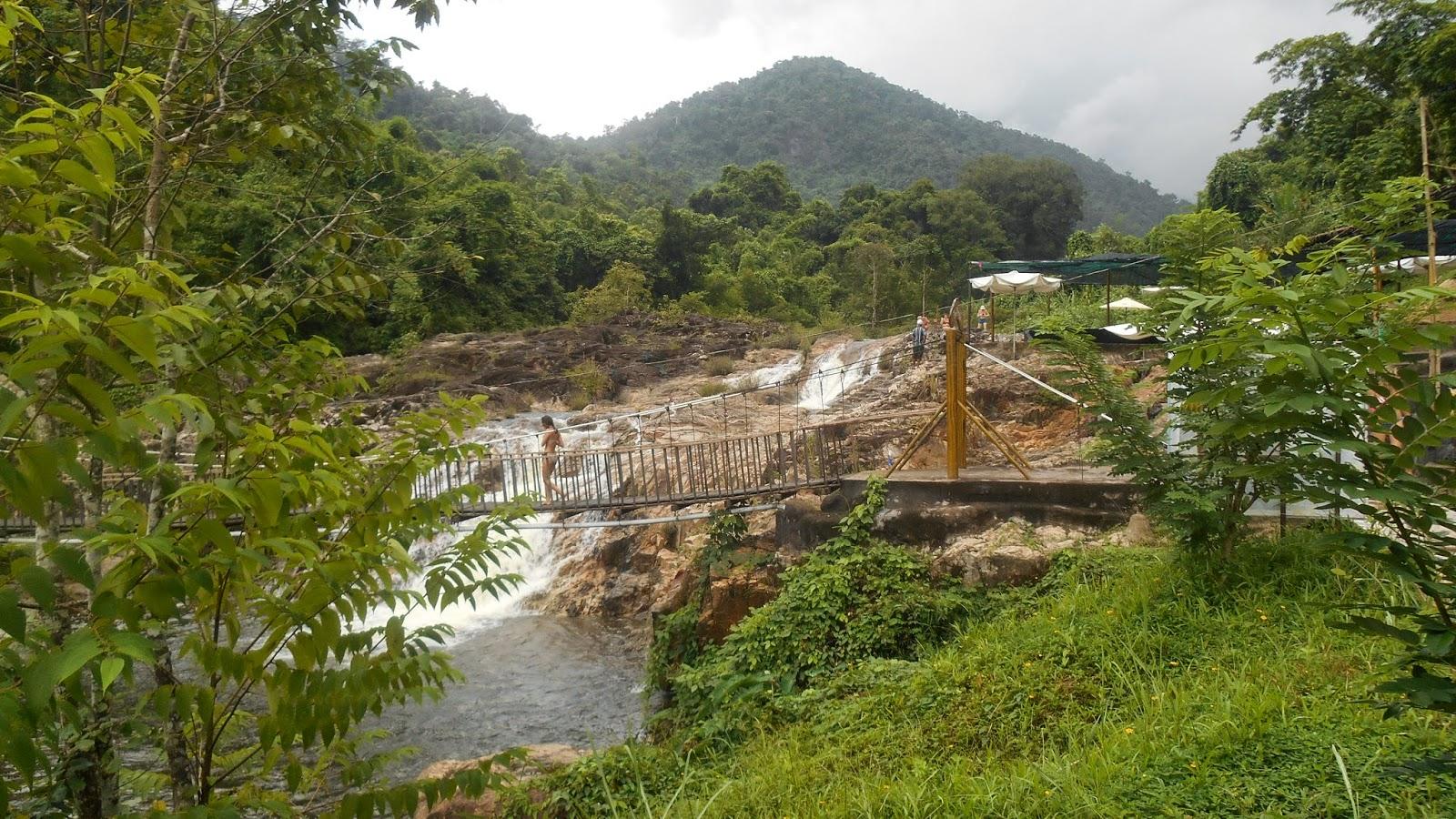 речка и мостик