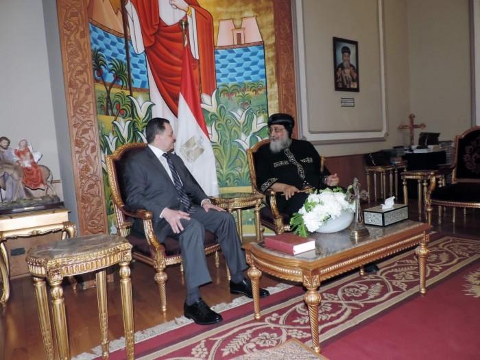 بعد الثأر لشهداء المنيا.. شاهد ماذا فعل وزير الداخليه منذ قليل مع البابا تواضروس ولماذا ذهب اليه