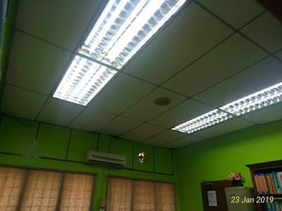 Pemasangan plaster siling dan wiring lampu pejabat cawangan Materiel TUDM