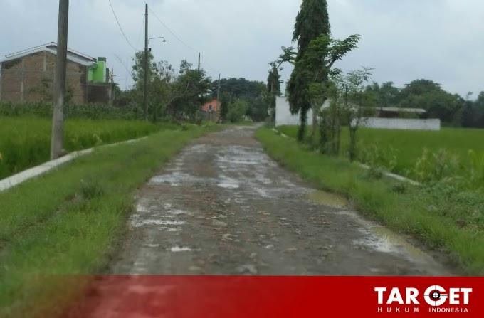 Warga Desa Plumbungan, Keluhkan Jalan Utama Menuju Desa Rusak Parah