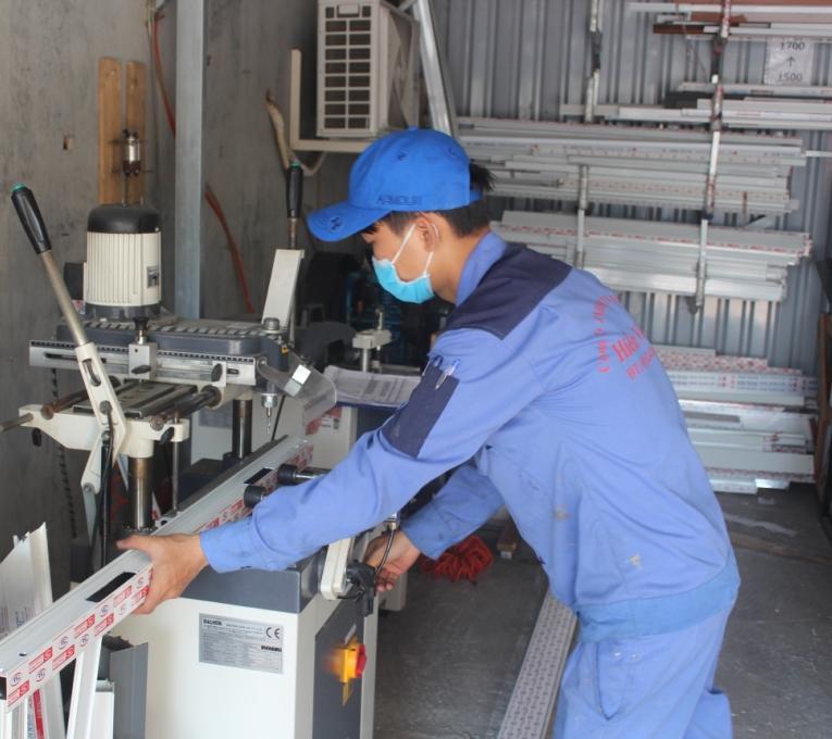 sản xuất cửa nhôm xingfa 4 cánh
