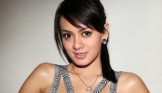 Bidoata Yeyen Lidya pemeran Nikita