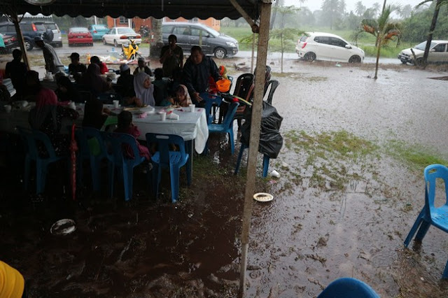 Majlis Kenduri Kawin Di Dalam Banjir