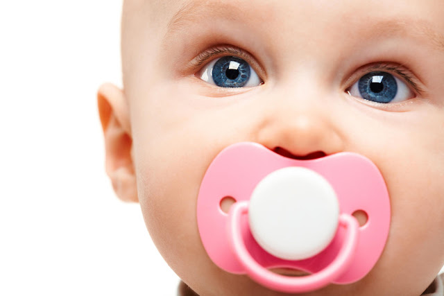 Kiedy odzwyczaić dziecko od smoczka?