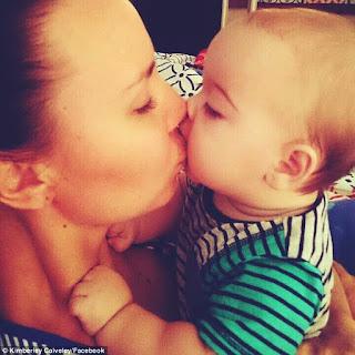 mencium bayi di bibir