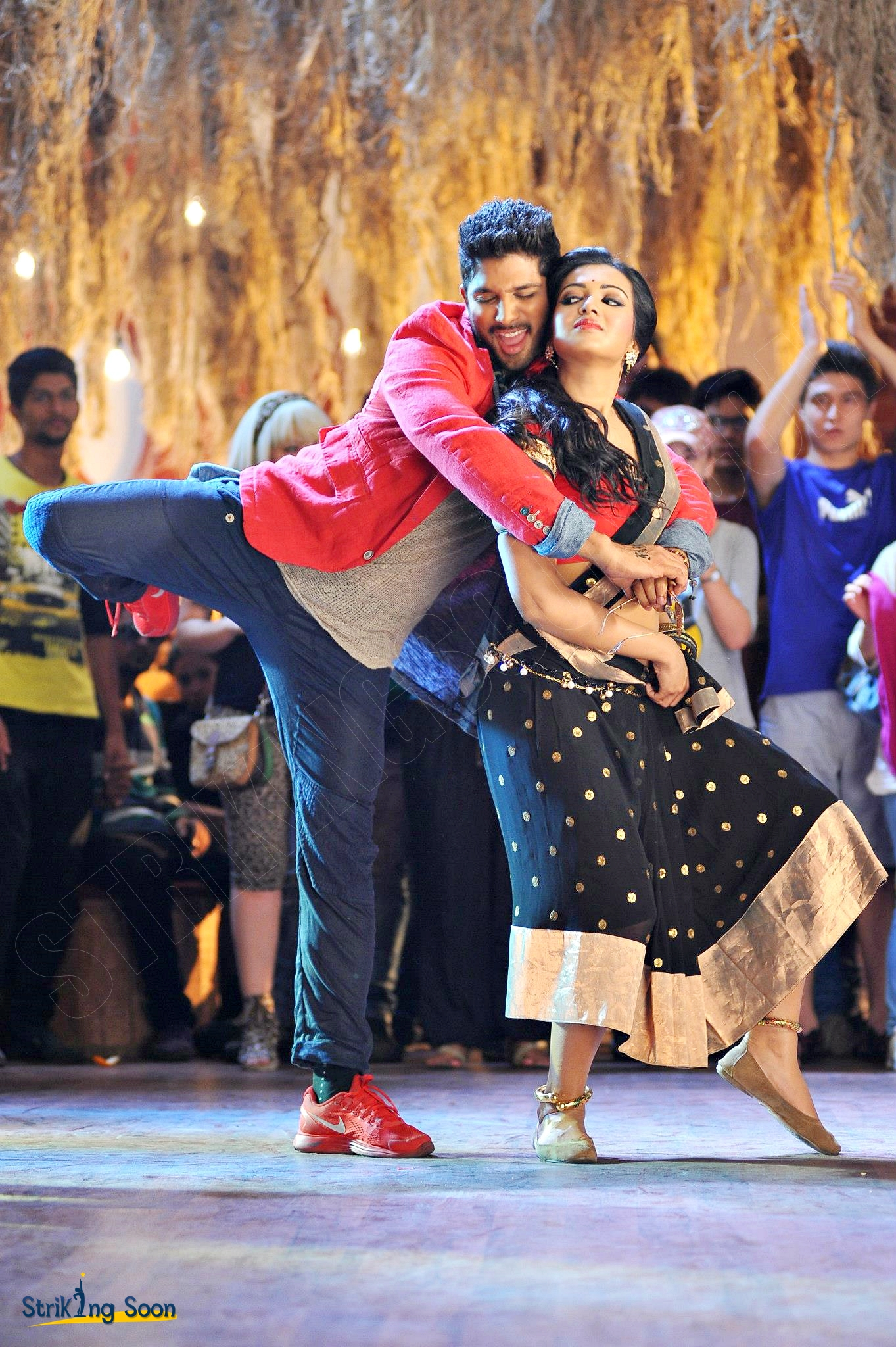 StrikingSoon.com: Iddarammayilatho Top Lesi Poddi Song