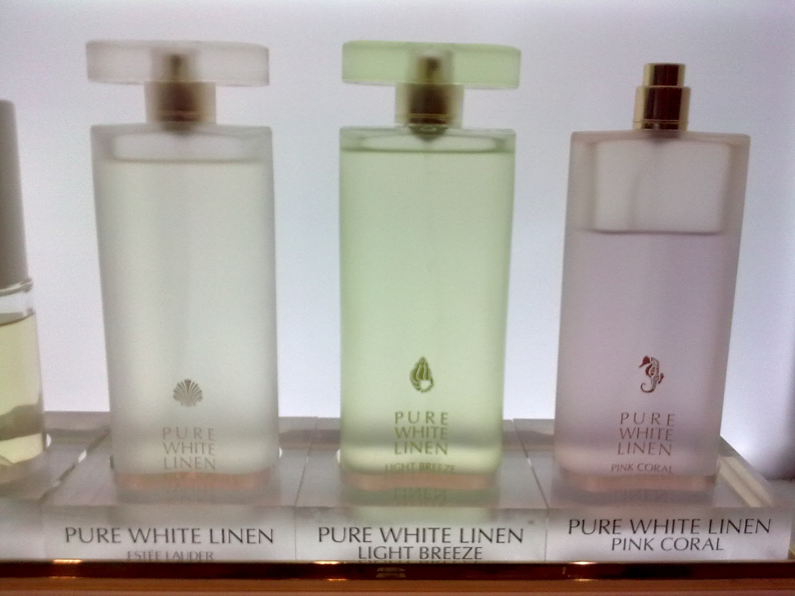 White Linen Breeze Perfume