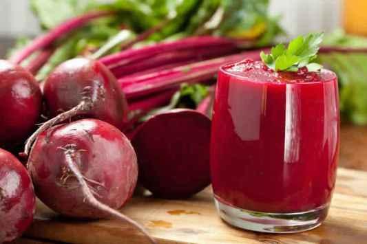 يعتبر الشمندر الأحمر من المواد الغذائية التي ينصح بتناولها لما يحتويه من مغذيات تساعد على استمرارية الوظائف الحيوية المختلفة للجسم، فتناوله باستمرار يُعد أسهل طريقة للتمتع بصحة جيدة