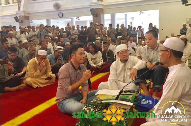 Allahu Akbar! Aktivis Gereja Lahai Roi Cijantung Bersyahadat dan Memeluk Islam