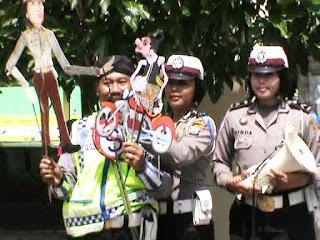Wayang Kulit Lalulintas Warnai Operasi Simpatik di Jombang