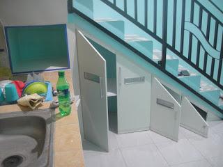 Almari Bawah Tangga Sebagai Rak Piring Furniture Interior Semarang