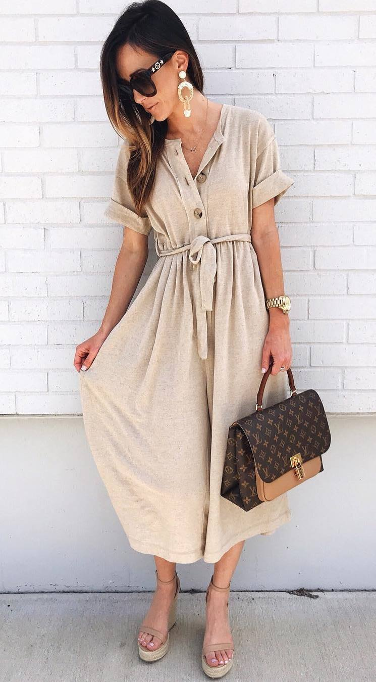 trendy summer outfit / brown bag + platform sandals + beige midi dress