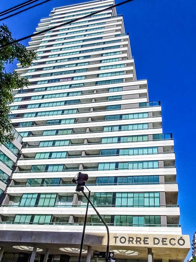 Vista de la Torre Deco en Recoleta, Buenos Aires.