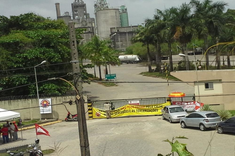 Com salários atrasados, mais de 100 funcionários são demitidos de fábrica em Sergipe