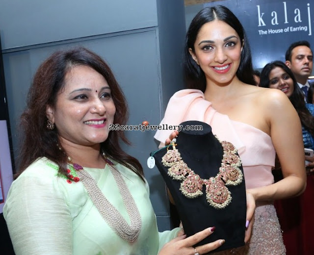 Kiara Advani Showcasing Temple Jewellery